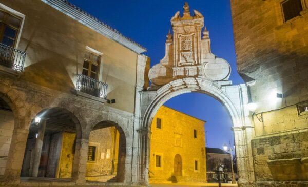 Arco Romano de estilo barroco en San Clemente en Cuenca