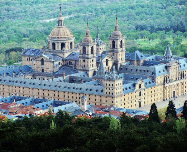 Monasterio de El Escorial en la Sierra de Madrid