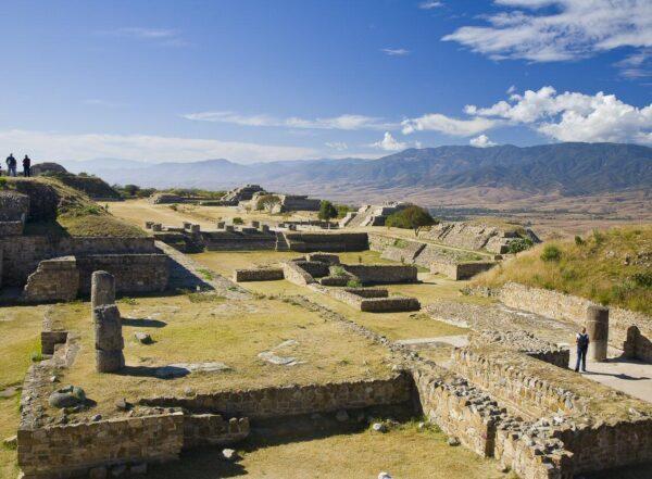 Conjunto arqueológico de Monte Albán cerca de Oaxaca en México