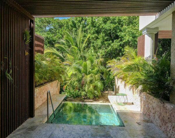 Piscina individual en TRS Yucatan Hotel en Riviera Maya