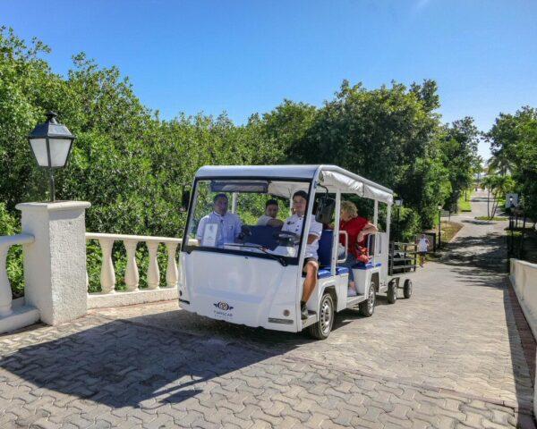 Vehículo para traslados por el Grand Palladium Hotel & Resorts en Riviera Maya