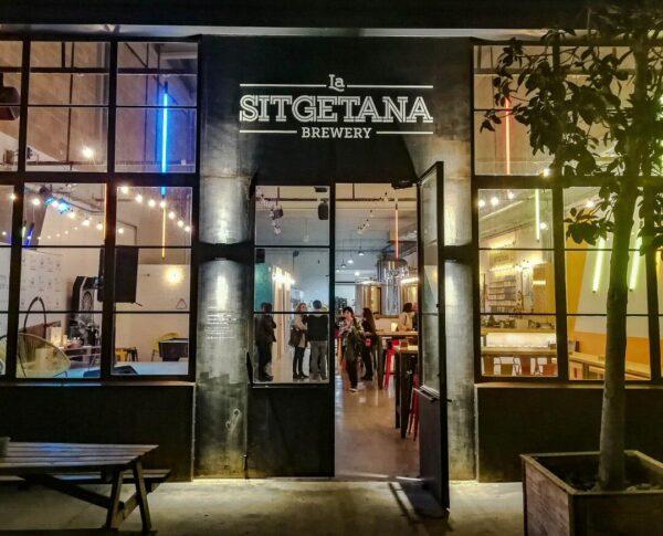 Fábrica de cerveza artesanal La Sitgetana en Sitges en Barcelona