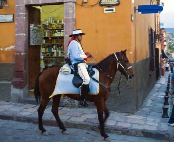 Escena callejera en San Miguel de Allende en México