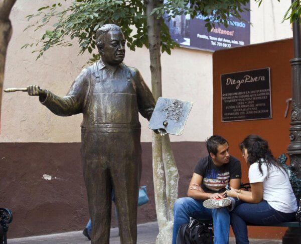 Monumento a Diego Rivera en Guanajuato en México
