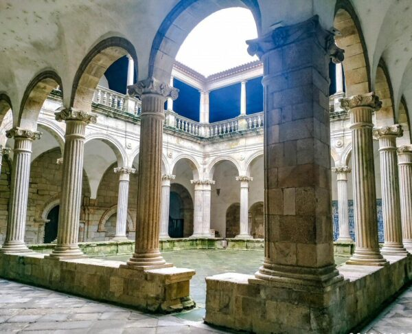 Claustro de la catedral de Viseu en la región Centro de Portugal