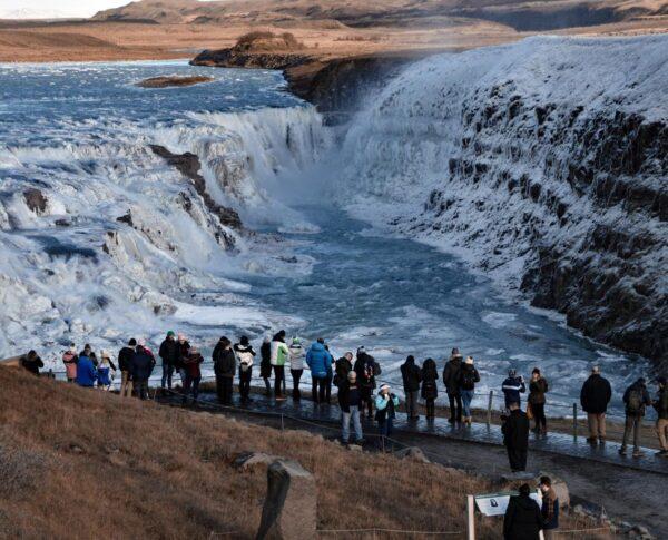 Cascada helada Gullfoss en Islandia