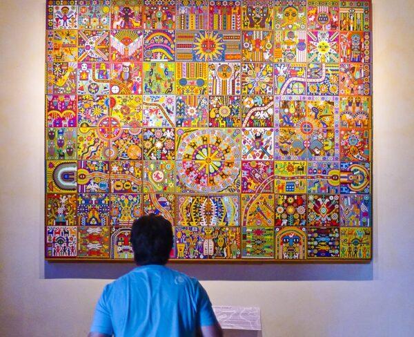 Arte huichol en museo Zacatecano en Zacatecas en México