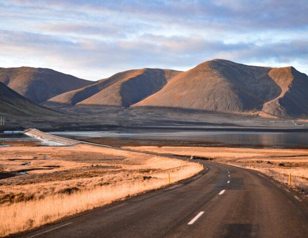 Carretera en la península Snaefellsnes en Islandia