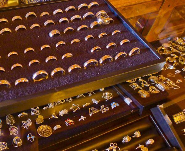 Objetos de plata en joyería de Zacatecas en México