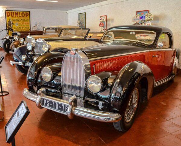 Museo Caramulo de coches clásico en Tondela cerca de Viseu en Portugal