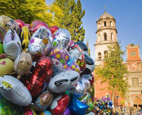 Iglesia de San Francisco en Jardín Zenea de Querétaro en México
