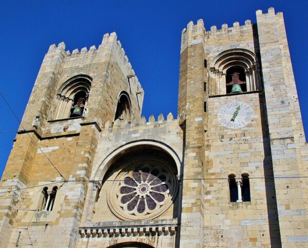Fachada de la catedral Sé de Lisboa