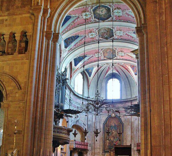 Altar mayor de la catedral Sé de Lisboa
