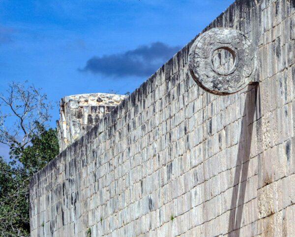 Rincón del estadio del Juego de la Pelota en Chichén Itzá