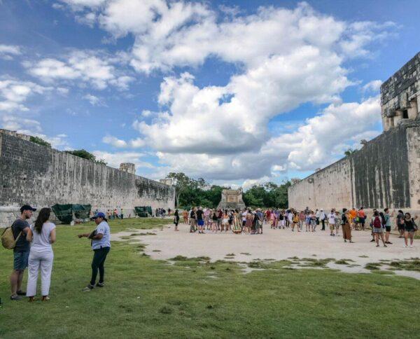 Estadio del Juego de la Pelota en Chichén Itzá en México