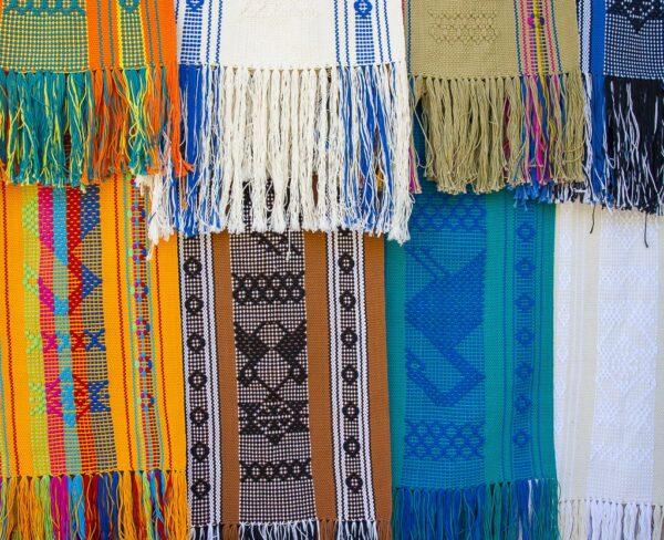Artesanía en Santo Tomás Jalieza cerca de Oaxaca en México