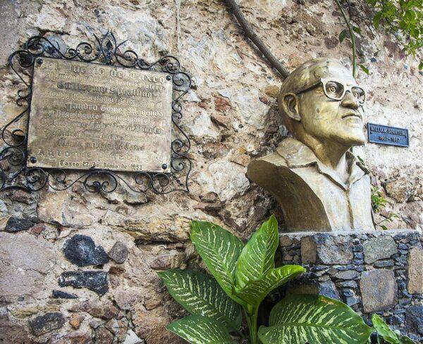 Monumento a Guillermo Spratling en Taxco en Mexico