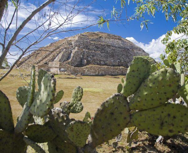 PIrámide en zona arqueológica de Monte Albán en Oaxaca, Mexico