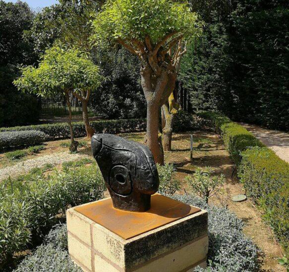 Escultura de Miró en los jardines del palacio de Marivent en Palma