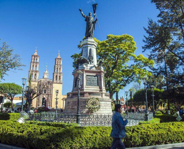 Monumento a Miguel Hidalgo en Dolores Hidalgo en México