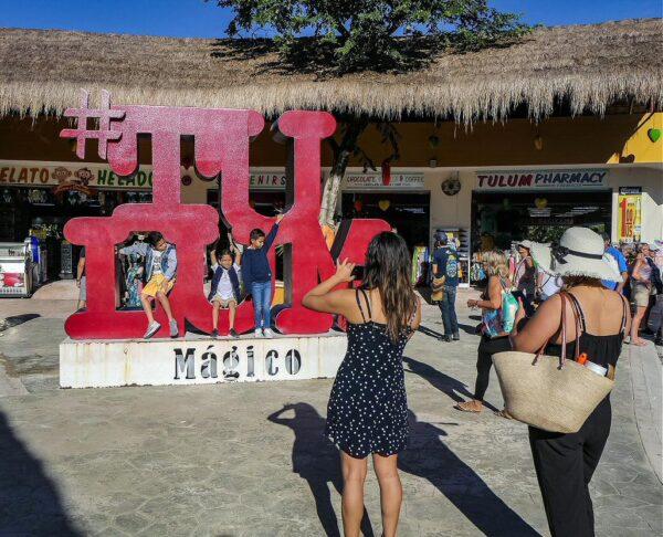 Tienda de souvenirs junto a la antigua ciudad maya de Tulum