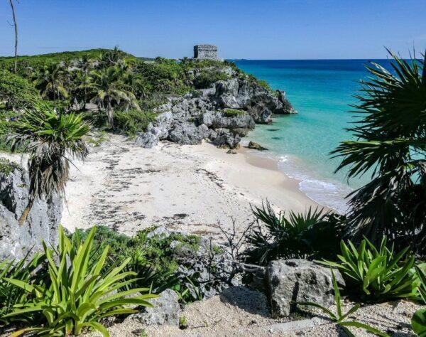 Playa en la antigua ciudad maya de Tulum en Yucatán en México