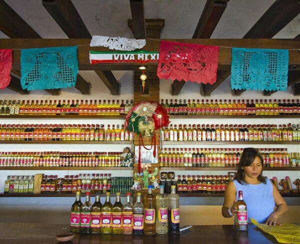 Tienda en fábrica de mezcal cerca de Oaxaca en México