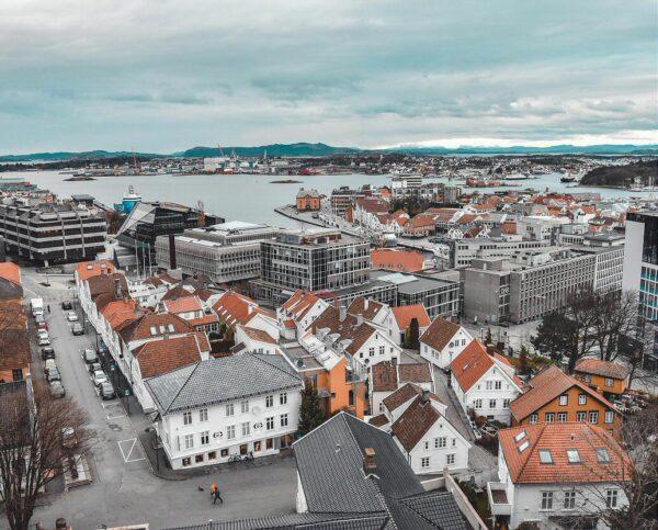 Puerto de Stavanger en fiordos noruegos