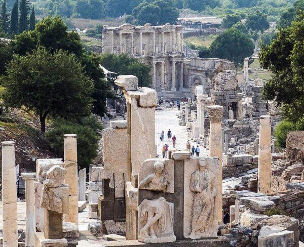 Monumento de Memmius en Éfeso en Turquía