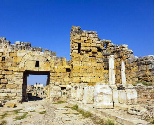 Puerta bizantina norte en Hierápolis en Turquia