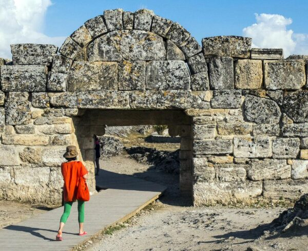 Puerta bizantina sur en Hierápolis en Turquia