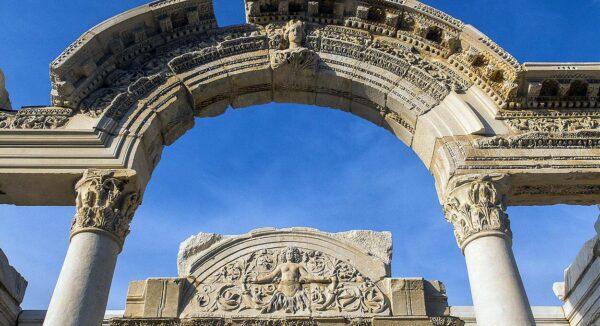 Templo de Adriano en Éfeso en Turquía