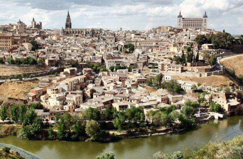 Vista panorámica de Toledo desde los miradores del río Tajo
