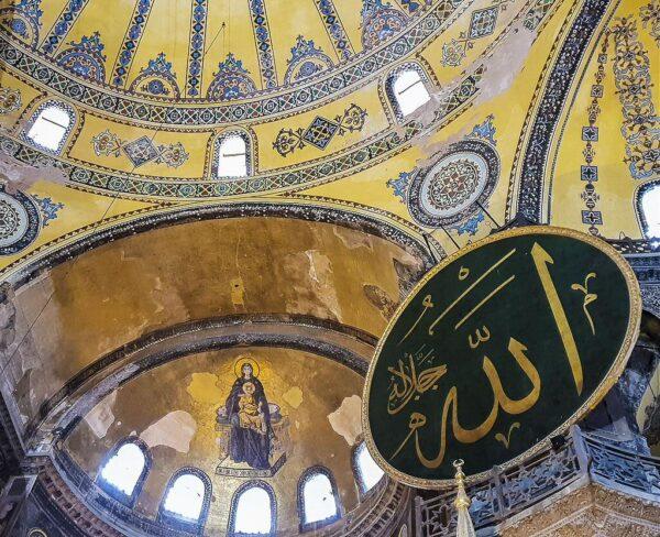 Mosaico de la Virgen y el Niño en Santa Sofía en Estambul