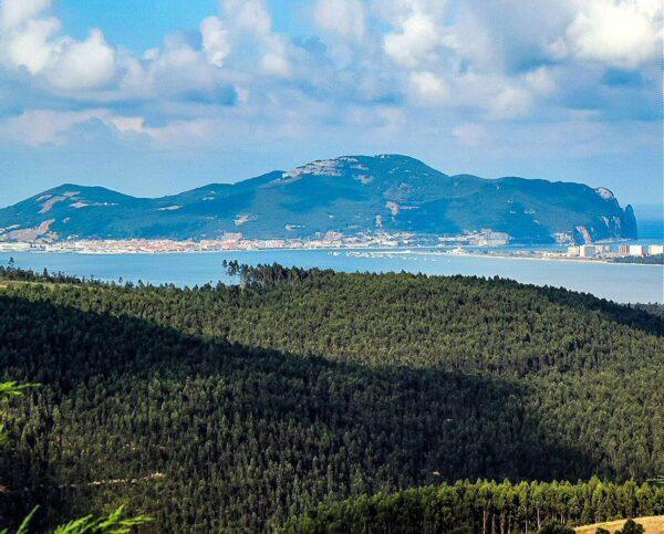 Vistas del monte Buciero en Santoña en Cantabria