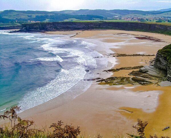 Playa de Langre en Cantabria @Foto: Josu Urbe