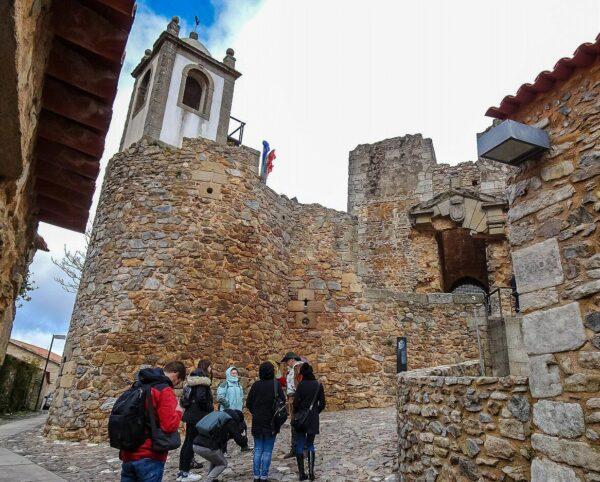Torre del Reloj en Castelo Rodrigo en Portugal