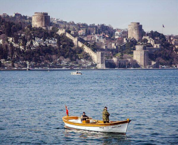 Fortaleza de Rumeli Hisari en el Bósforo en Estambul