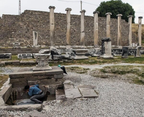 Fuente de aguas sagradas en el Asclepion de Pergamo