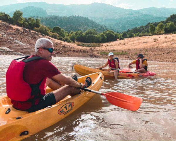 Paseo en kayak por el Pantano del Tranco en Sierra de Cazorla