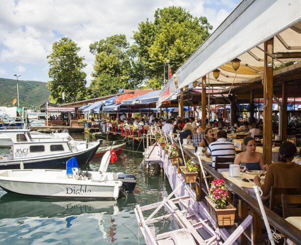 Restaurantes junto al Bosforo en Anadolu Kavagi