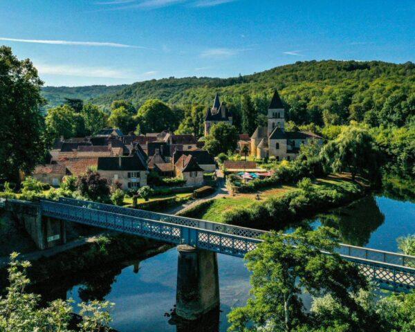 Saint-Léon-sur-Vézère en Dordoña-Pèrigord @Déclic&Décolle