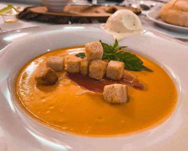 Salmorejo con helado aceite de oliva Hotel Restaurante El Curro en Burunchel
