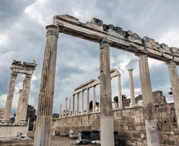 Templo de Trajano en Pérgamo en Bergama en Turquía