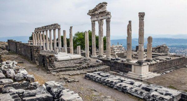 Templo de Trajano en Pérgamo en Turquía