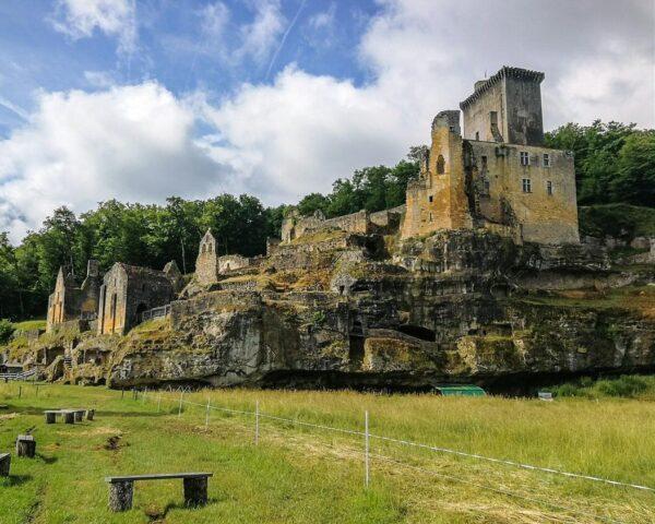 Castillo de Commarque en el Valle del Vézère en Francia