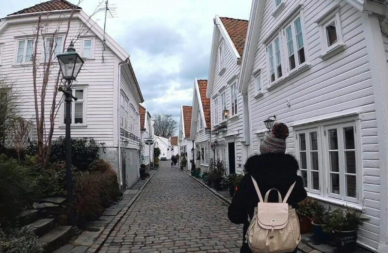 Casas tradicionales de color blanco en Stavanger en Noruega