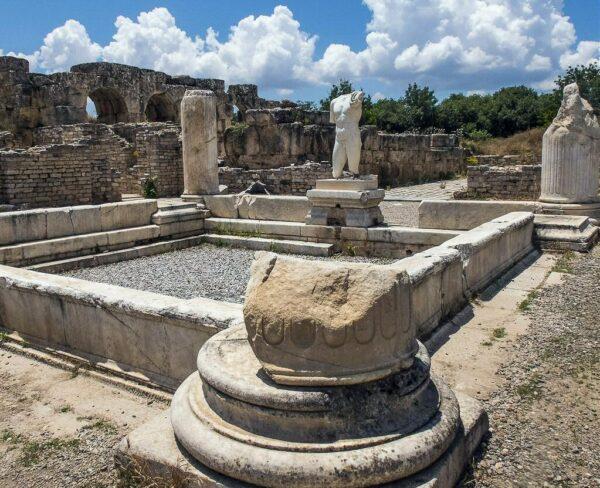 Baños de Adriano en Afrodisias en Turquía