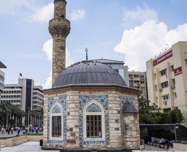 Mezquita Konak en Esmirna en Turquía