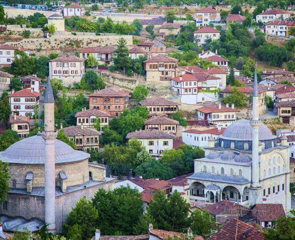 Mezquitas Koptlu e Izzet Pasha en Safranbolu en Turquía